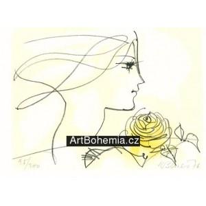 Dívčí tvář a žlutá růže