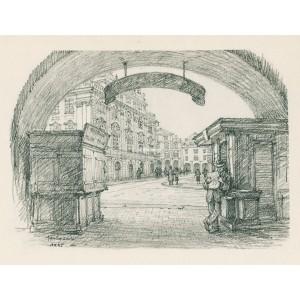 """Průhled na náměstí z loubí """"U Klíčů"""" (1945)"""