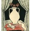 Váza s knihou na stole